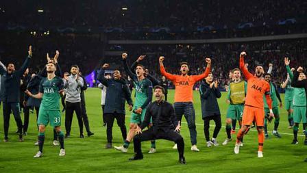 Selebrasi para pemain dan pelatih Tottenham Hotspur usai memastikan diri ke final Liga Champions 2018/19.