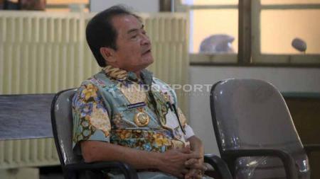 Bupati Banjarnegara, Budi Sarwono memberikan kesaksian kasus mafia bola di Pengadilan Negeri (PN) Kabupaten Banjarnegara, Kamis (09/05/19). Foto: Ronald Seger Prabowo/INDOSPORT - INDOSPORT