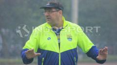 Indosport - Pelatih Persib Bandung, Robert Rene Alberts