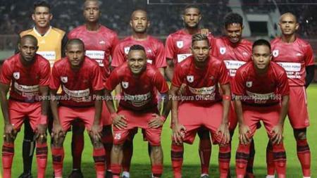 Skuat Persipura Jayapura yang turun dalam laga uji coba menghadapi PSS Sleman di Stadion Maguwoharjo, Kamis malam (Persipura official) - INDOSPORT