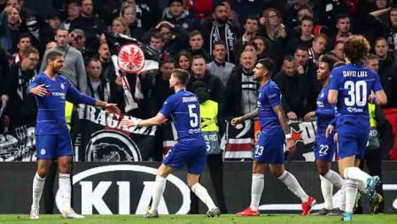 Selebrasi dari 2 striker Arsenal, Alexandre Lacazette (kiri) dan Pierre-Emerick Aubameyang saat unggul atas Valencia.