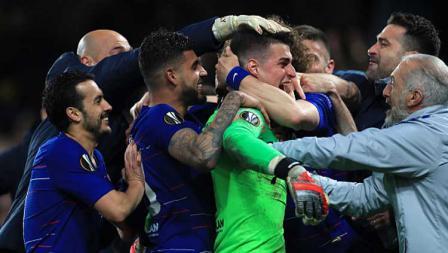 Selebrasi para pemain Chelsea setelah menang dramatis atas Frankfurt dalam drama adu penalti.