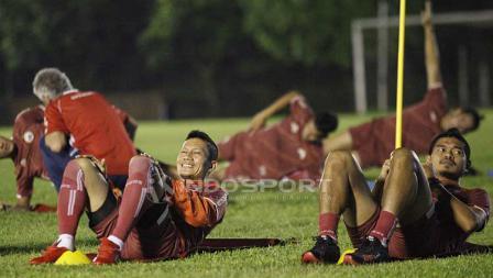Kedua pemain senior Persija Ismed Sofyan dan Bambang Pamungkas pada latihan Persija Jakarta di Lapangan PSAU TNI Halim Perdanakusuma, Jakarta Timur, Jumat (09/05/19). Foto: Herry Ibrahim/INDOSPORT