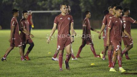 Rezaldi Hehanusa juga sudah terlihat berlatih pada latihan Persija Jakarta di Lapangan PSAU TNI Halim Perdanakusuma, Jakarta Timur, Jumat (09-05-19).
