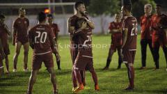 Indosport - Marko Simic mendapatkan sambutan hangat dari rekan-rekannya saat kembali bergabung pada latihan Persija Jakarta di Lapangan PSAU TNI Halim Perdanakusuma, Jakarta Timur, Jumat (09/05/19). Foto: Herry Ibrahim/INDOSPORT