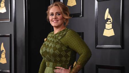 Penyanyi ternama asal Inggris, Adele, tampil lebih langsing dan tirus, ia pun rajin melakukan olahraga. - INDOSPORT