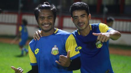 Ilham Udin dan Nurhidayat Haji Haris saat jalani latihan. - INDOSPORT