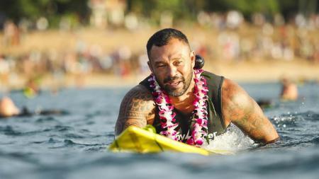Sunny Garcia, legenda surfing yang nyaris tewas karna bunuh diri. - INDOSPORT