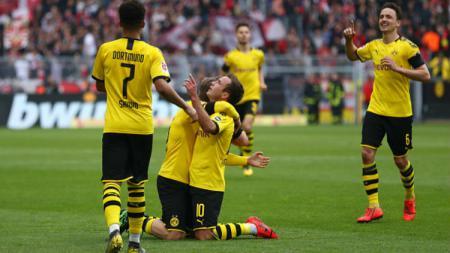 Pemain Borussia Dortmund ketika merayakan gol ke gawang Fortuna Düsseldorf. Lars Baron/Bongarts/Getty Images - INDOSPORT