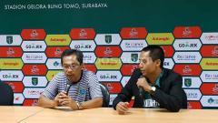 Indosport - Pelatih Persela, Aji Santoso saat konfrensi pers usai laga uji coba, Sabtu (11/5/19). Foto: Fitra Herdian/INDOSPORT