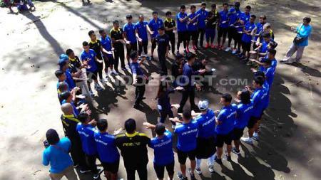Manajemen Persib Bandung buka suara terkait beberapa nama pemain yang santer dikabarkan akan bergabung dengan tim untuk Liga 1 2020. - INDOSPORT