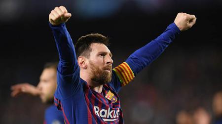 Lionel Messi kembali sesumbar menyatakan janjinya jika Barcelona akan meraih juara treble musim ini. - INDOSPORT