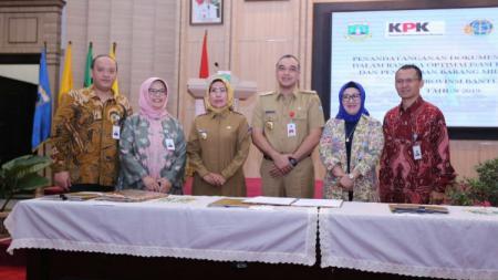 Bank bjb bersama Pemerintah Daerah Kota dan Kabupaten Banten menandatangani Perjanjian Kerjasama tentang Optimalisasi Pendapatan Daerah dari Sektor Pajak Daerah, Senin (13/05/19). - INDOSPORT