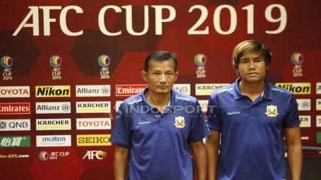 Pelatih dan pemain Shan United dalam jumpa pers jelang melawan Persija Jakarta di Piala AFC. Foto Herry Ibrahim/INDOSPORT - INDOSPORT
