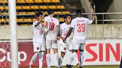 Indosport - Aksi selebrasi pemain PSM Makassar usai berhasil mendobrak gawang Lao Toyota.