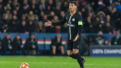 Indosport - Kapten Paris Saint-Germain, Thiago Silva berada dalam situasi yang cukup menarik karena ketika kontraknya hampir habis dan ia sudah ditunggu AC Milan dan Everton namun ada masalah pelik di dalam tubuh PSG.
