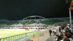 Indosport - Kemeriahan suporter klub Liga 1 PSS Sleman di Stadion Maguwoharjo.