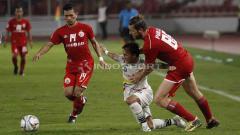 Indosport - Nama Ismed Sofyan begitu melegenda bagi Persija Jakarta. Ismed menjadi pemain yang terus menjadi andala Persija Jakarta dalam menjaga sisi kanan pertahanan meski kini usianya tak muda lagi.