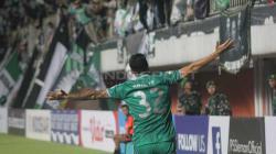Aksi selebrasi pemain PSS Sleman usai Brian Ferreira mencetak gol ke gawang Arema FC. Foto Ronald Seger Prabowo/INDOSPORT