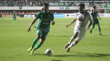Situasi duel pertandingan PSS Sleman vs Arema FC. Ronald Seger Prabowo/INDOSPORT - INDOSPORT