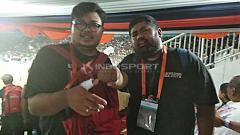 Indosport - Wartawan mengalami luka dalam kerusuhan laga PSS Sleman vs Arema FC. Foto: Zainal Hasan/INDOSPORT
