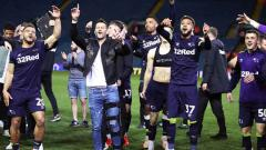 Indosport - Aksi selebrasi tim Derby County promosi ke Liga Primer Inggris usai menaklukan Leeds United Rabu 15/05/19. Nick Potts/PA Images via Getty Images
