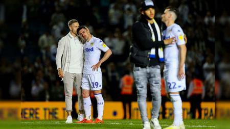 Tim Leeds United tertunduk lesu usai dikalahkan Derby Country di stadion Elland Road Rabu 15/05/19. Alex Dodd - CameraSport via Getty Images - INDOSPORT