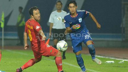 Aksi winger PSIS, Septian David Maulana, dalam pertandingan Liga 1 di Stadion Moch. Soebroto, Kota Magelang, Kamis (16/5/19). - INDOSPORT