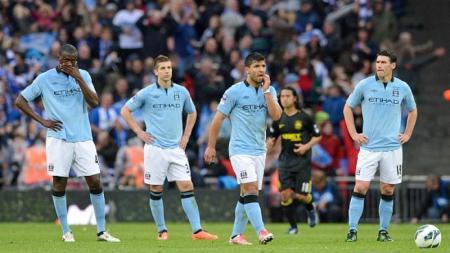 Yaya Toure (kiri), berlatih dengan klub Divisi 4 Liga Inggris, Leyton Orient. - INDOSPORT