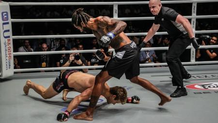 Sage Northcutt dikalahkan oleh Cosmo Alexandre hanya dalam 29 detik - INDOSPORT