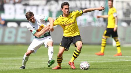 Terancam gagal memboyong Granit Xhaka, AS Roma dan pelatih Jose Mourinho beralih memburu bintang murah Borussia Dortmund, Thomas Delaney. - INDOSPORT