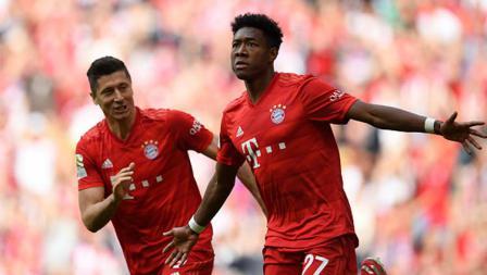 Selebrasi dari David Alba saat mengembalikan kedudukan untuk Bayern Munchen atas Frankfurt