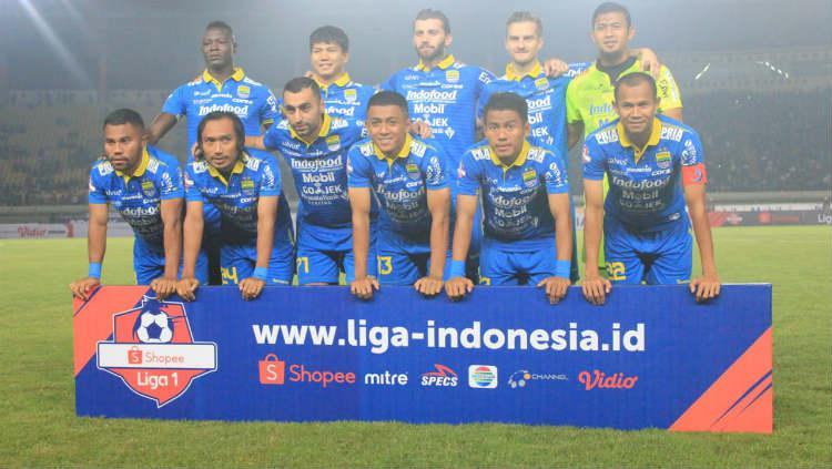 Skuat Persib Bandung tengah berfoto sebelum memulai laga Liga 1 2019. Copyright: INDOSPORT/Arif Rahman