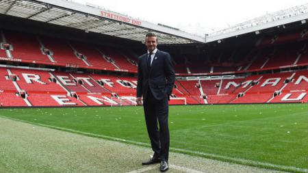 David Beckham Berada di Markas Manchester United. (PAUL ELLIS-AFP-Getty Images) - INDOSPORT