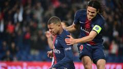 Indosport - Kylian Mbappe (kiri) berhasil memperlebar keunggulan PSG atas Dijon