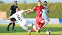 Indosport - Aksi pemain berdarah Indonesia Joey Suk dalam laga HNK Gorica vs Osijek, Selasa (21/05/19).