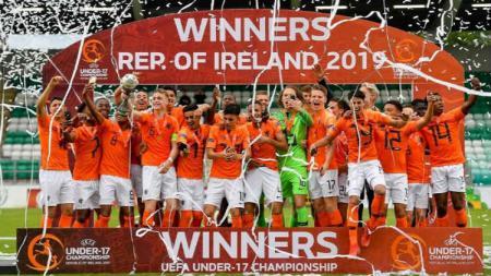 Pemain Timnas Belanda merayakan gelar juara Piala Eropa U-17 - INDOSPORT