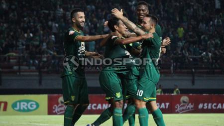 Selebrasi pemain Persebaya pasca gol Misbakus ke gawang Kalteng Putra, Selasa (21/05/19). - INDOSPORT