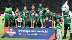 Indosport - Skuat Persebaya saat melawan Kalteng Putra di kompetisi Shopee Liga 1 2019, Selasa (21/05/19).