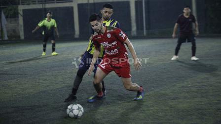 Pemain berdarah Indonesia asal klub Belgia Zulte Waregem, Sandy Walsh, berada di Jakarta. Di sela-sela kunjungannya, pemain yang ingin berseragam Timnas Indonesia tersebut meluangkan waktu untuk bermain sepak bola bersama beberapa komunitas tanah air.