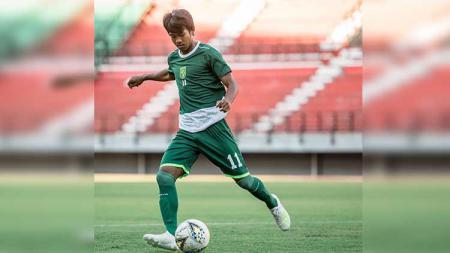 M. Supriadi saat berlatih bersama tim seniora Persebaya Surabaya di Stadion Gelora Bung Tomo. - INDOSPORT