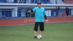 Indosport - Robert Rene Alberts akan memantau sungguh-sungguh laga uji coba Persib Bandung vs Persib B.