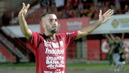 Gelandang Bali United, Brwa Nouri saat berselebrasi mencetak gol. - INDOSPORT