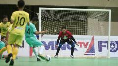 Indosport - Adixi Lenzivio saat jadi kiper di kompetisi futsal Indonesia.