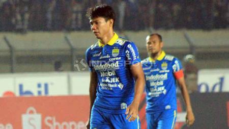 Achmad Jufriyanto dan Beni Oktovianto tampak menunjukkan sikap berbeda, kala keduanya sama-sama menghadapi persaingan di klub Liga 1 2020, Persib Bandung. - INDOSPORT