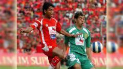 Indosport - Mantan penyerang Persebaya Surabaya Pablo Rojas (kanan). Foto: Instagram/@pemerhatisejarahpersebaya