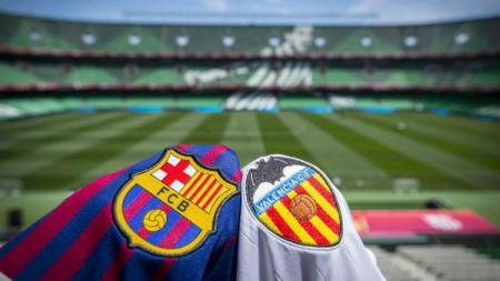 Ilustrasi jersey Barcelona dan Valencia yang bersanding sebelahan jelang final Copa del Rey 2018/2019. - INDOSPORT