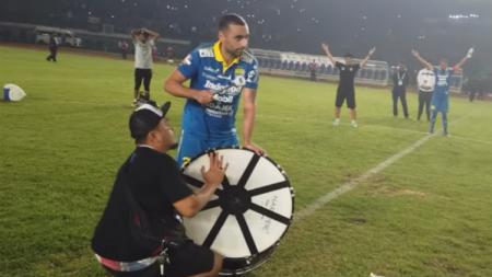 Winger kanan Artur Gevorkyan tengah membawa klub Turkmenistan ke tangga juara pasca didepak Persib Bandung pada pertengahan 2019. - INDOSPORT