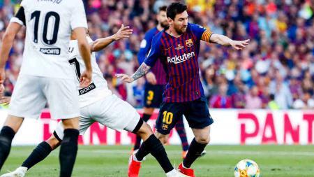 Aksi Lionel Messi di final Copa del Rey 2018/19 Barcelona vs Valencia, Minggu (26/05/19). - INDOSPORT