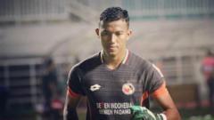Indosport - Teja Paku Alam kiper utama Semen Padang di Liga 1 2019. (Foto: instagram.com/tejapakualaam)